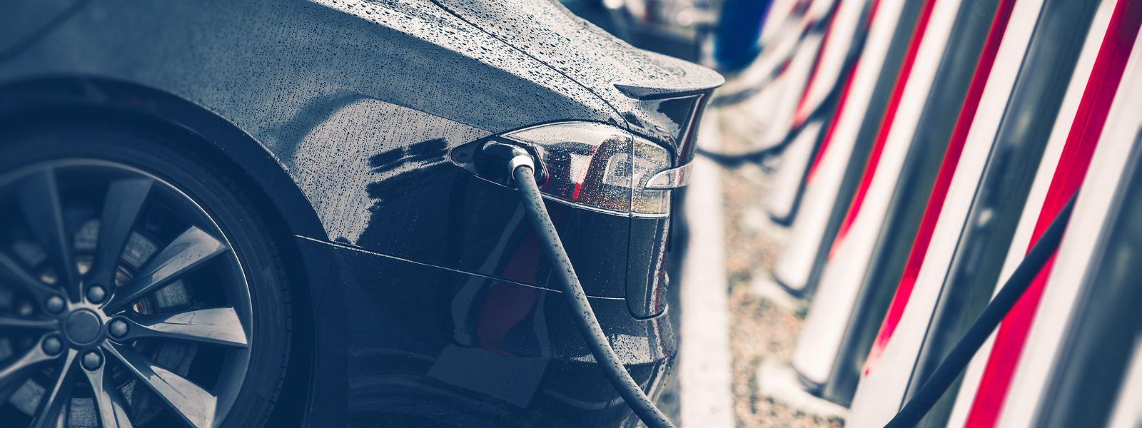 """Wie wird man sich in Zukunft fortbewegen? Was kommt nach Diesel und Benzin? Diese und weitere Fragen beantwortet Félix Urbain in seinem neu erschienenen Lehrbuch """"Clean Fuels""""."""