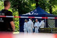 Forensikexperten sicherten am Freitag die Spuren im Park.