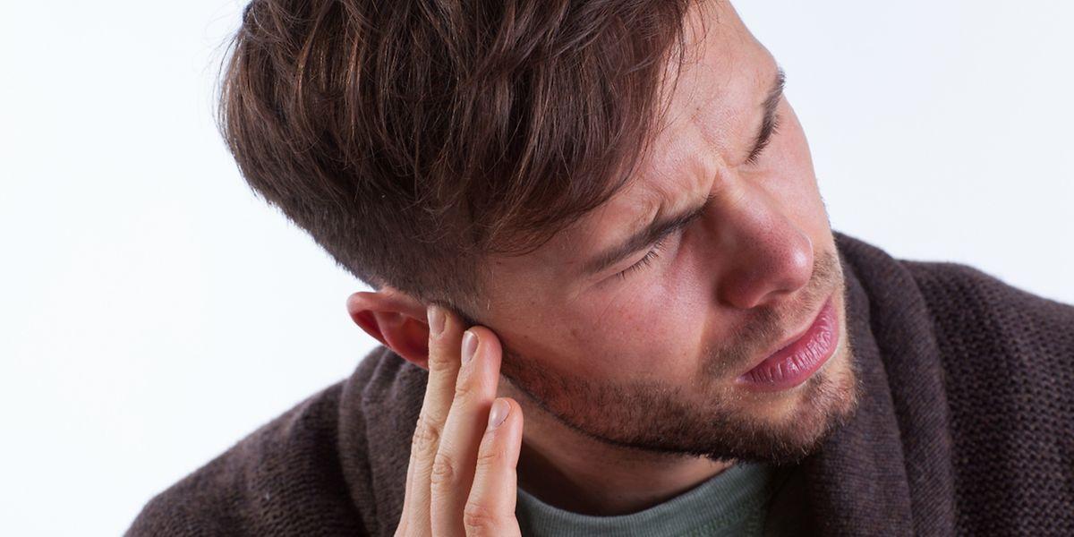 Ablagerungen im Innenohr oder Schädigungen des Gleichgewichtsorgans sind mögliche Ursachen für Schwindel.