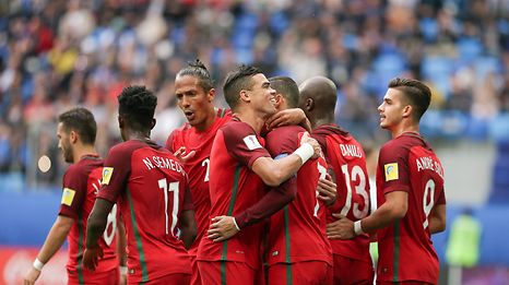 Portugal's players celebrate a goal against New Zealand during the FIFA Confederations Cup Group A match at Saint Petersburg Stadium, in St. Petersburg, Russia, 24 June 2017. MARIO CRUZ/LUSA