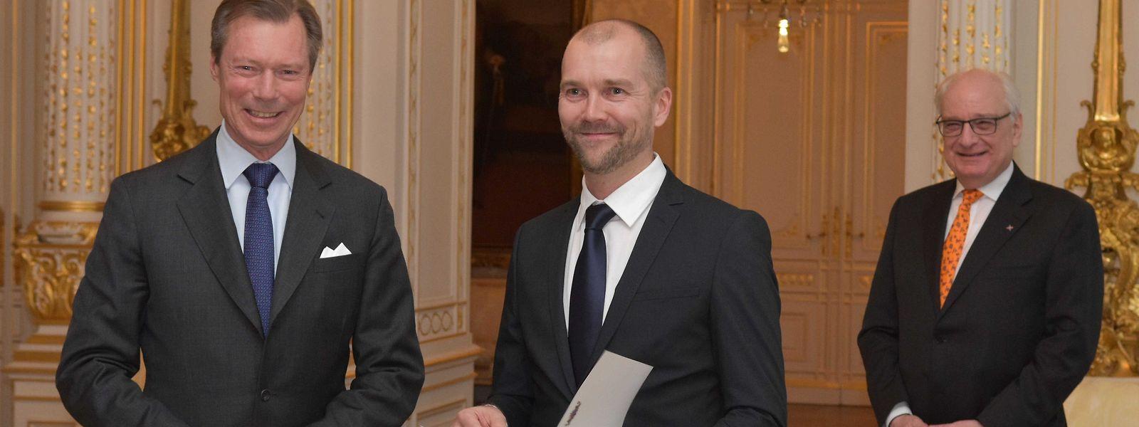 """Am Donnerstag überreichte Großherzog Henri den """"Prix Grand-Duc Adolphe"""" an Miikka Heinonen. Rechts im Bild der Staatssekretär im Kulturministerium Guy Arendt."""