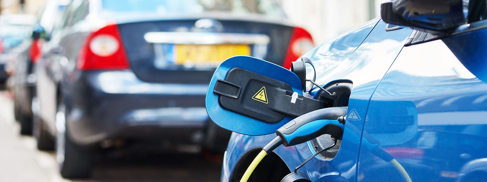 Einen nach wie vor geringen Anteil haben in Luxemburg vollelektrische und hybride Fahrzeuge.