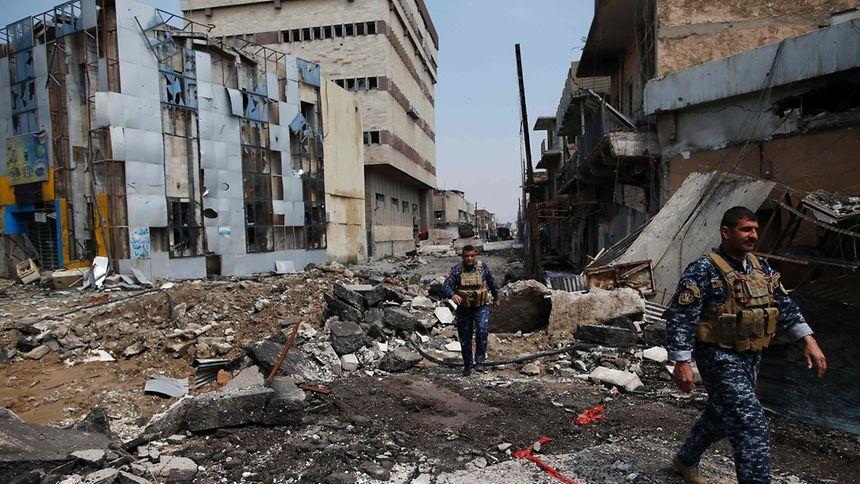 Das irakische Militär hat eigenen Angaben zufolge mit einer Offensive auf die dicht bebaute Altstadt der IS-Hochburg Mossul begonnen.