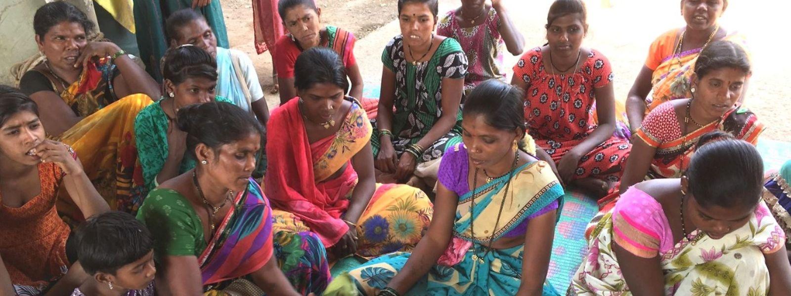 Die Partnerorganisation AWARD beispielsweise kämpft für die Landrechte der Adivasi in Indien.