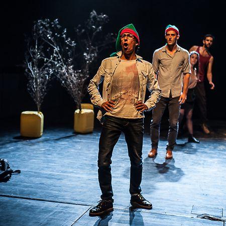 Fábio Godinho estreia-se no teatro enquanto dramaturgo, numa peça que aborda a emigração