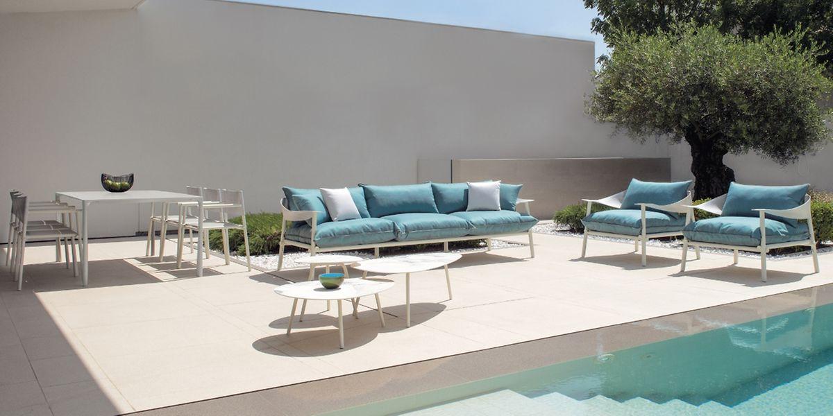 Für innen und außen geeignet: Die Sofakollektion namens Terramare vonEmu besteht aus Druckgussaluminium. Die Kissen haben wasserabweisende Bezüge aus PVC und beschichtetem Polyester. Branchenexperten sprechen bei dieser Art von Möbel schon von einer neue Produktkategorie.