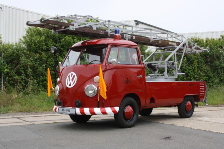 Feuerwehr-Bulli:Dieser kleine Leiterwagen baut auf dem VW-KlassikerT1 auf und stammt aus dem Jahr 1963.