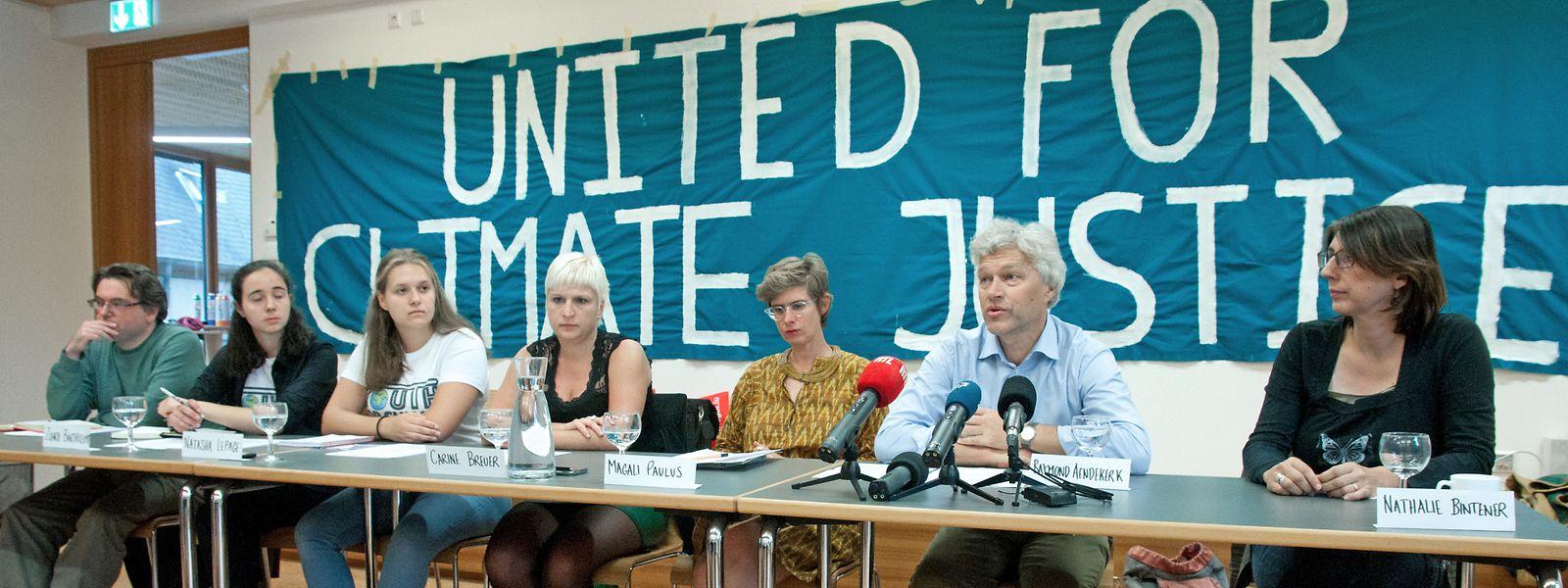 Une douzaine d'associations s'unissent pour sensibiliser à l'urgence climatique.