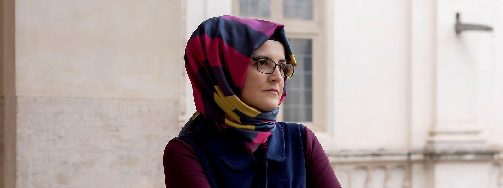 """""""Früher war ich Hatice Cengiz, jetzt bin ich nur noch 'die Verlobte von Khashoggi'. Das klingt wie eine neue Identität, als hätte man mir das Leben doppelt gestohlen"""", so die türkische Wissenschaftlerin."""