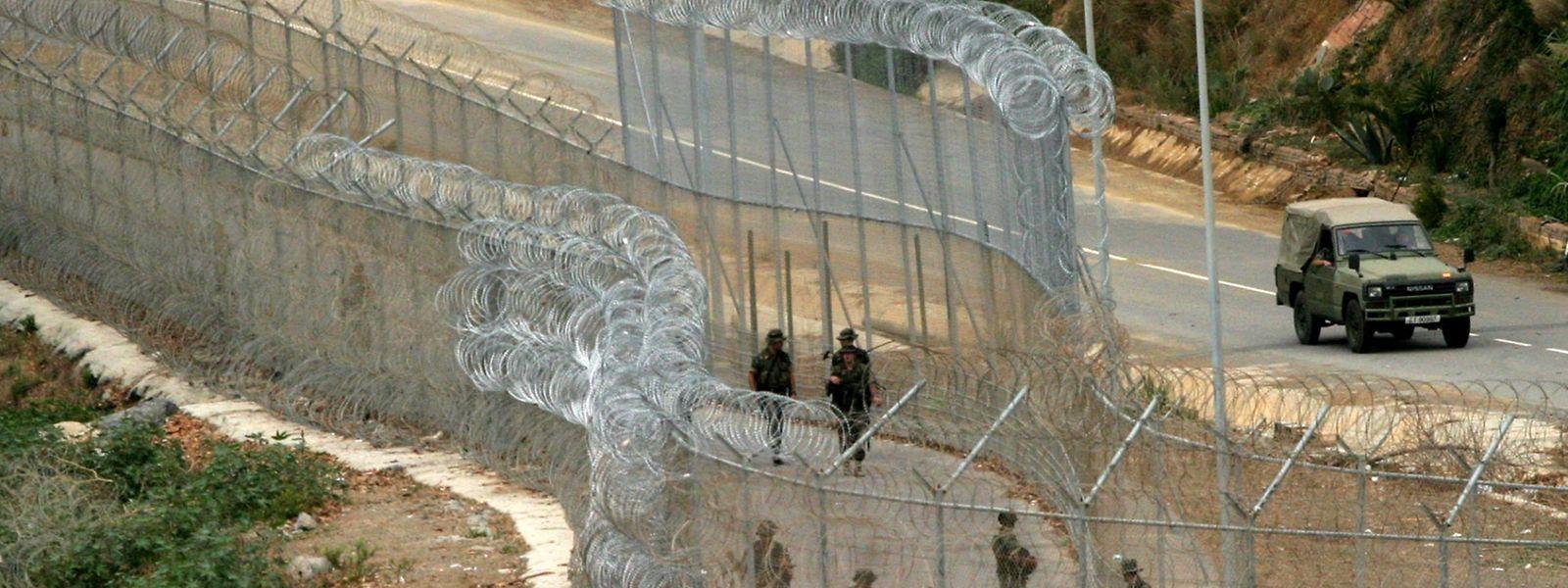 Der Grenzzaun zwischen der spanischen Enklave Ceuta und Marokko.
