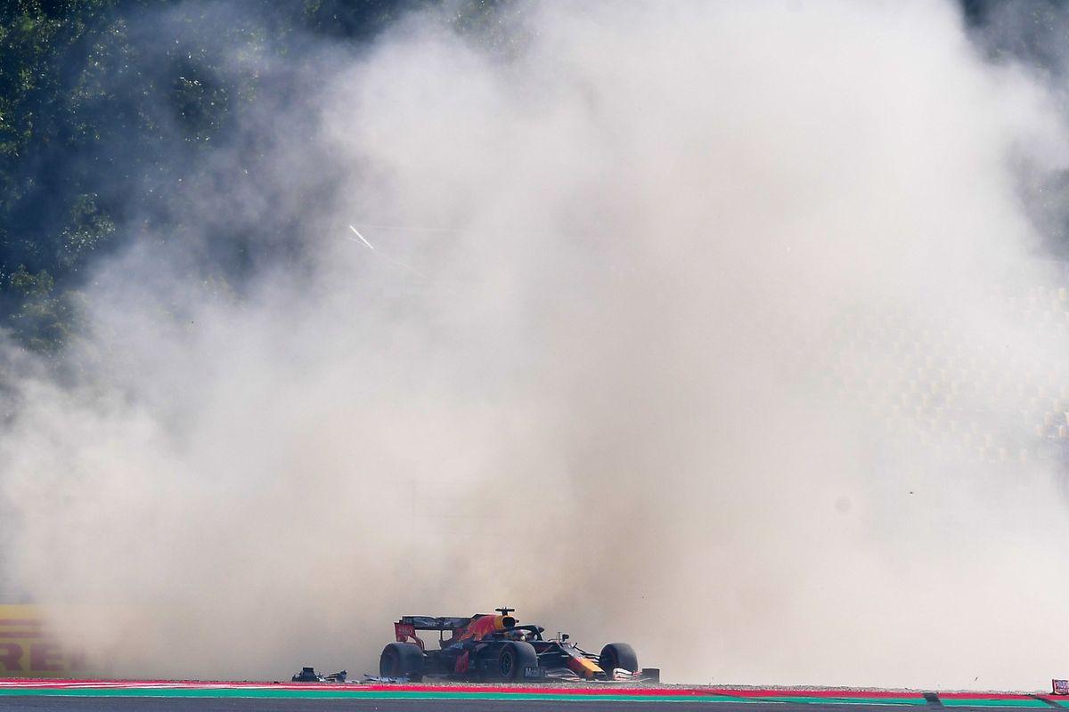 Max Verstappen wurde von Kimi Räikkönen ins Kiesbett abgedrängt.