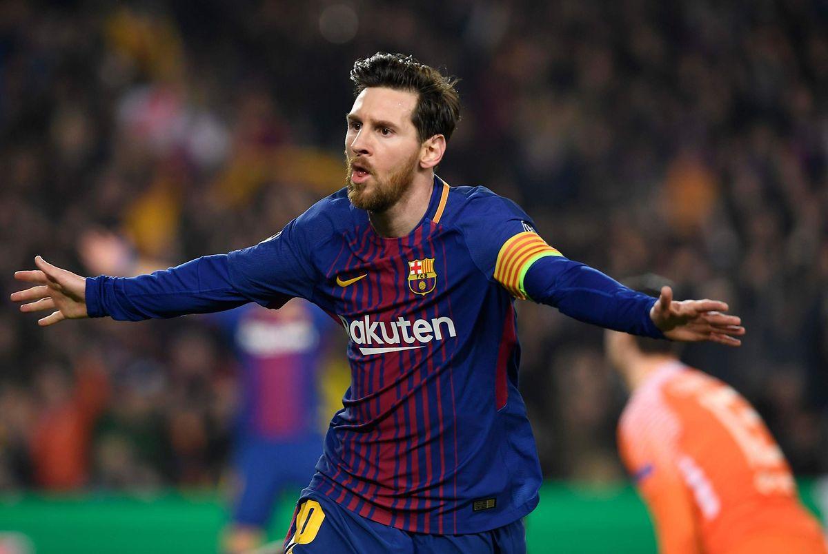 Lionel Messi celebra após marcar esta noite no jogo FC Barcelona - Chelsea FC, em Camp Nou.