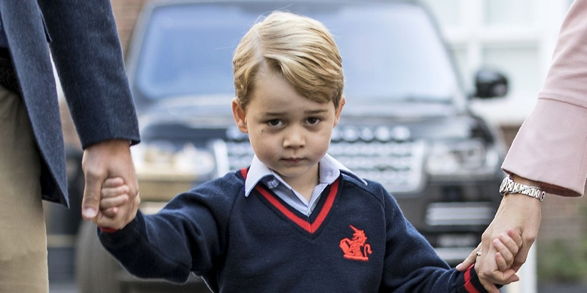 Prinz George schaut an seinem ersten Schultag noch etwas skeptisch drein.