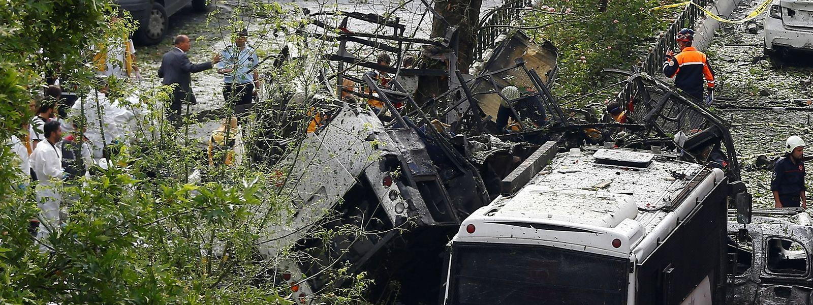 Die militante Gruppe verübte einen Anschlag auf einen Polizeibus.