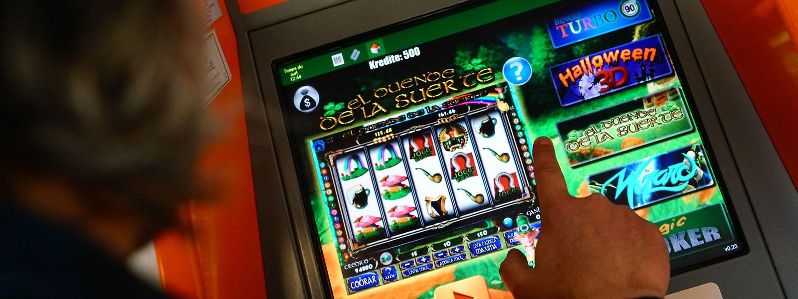 In Luxemburger Cafés gibt es sowohl Automaten, bei denen es nur um den Spielspaß geht, wie auch solche, bei denen Sach- und Geldgewinne erzielt werden können. Letztere sind illegal.