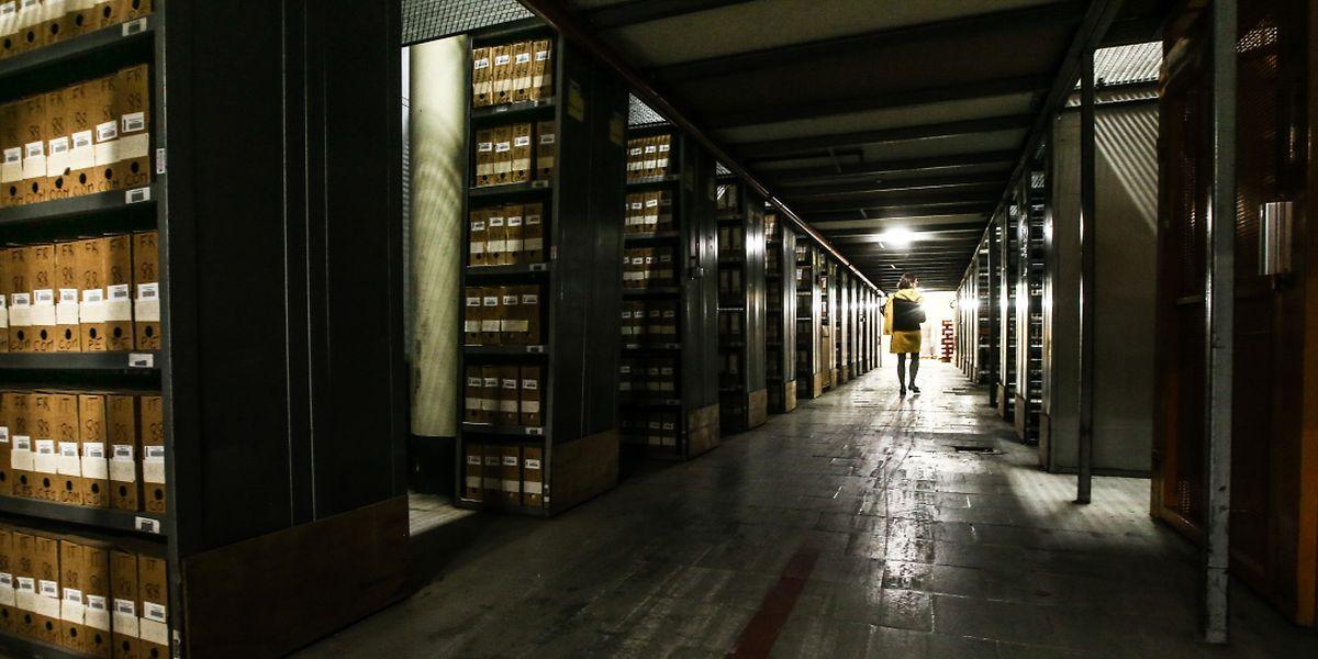 Les archives papier de l'Office des publications sont la mémoire des institutions européennes. A terme, cette masse volumineuse de papier va être numérisée.