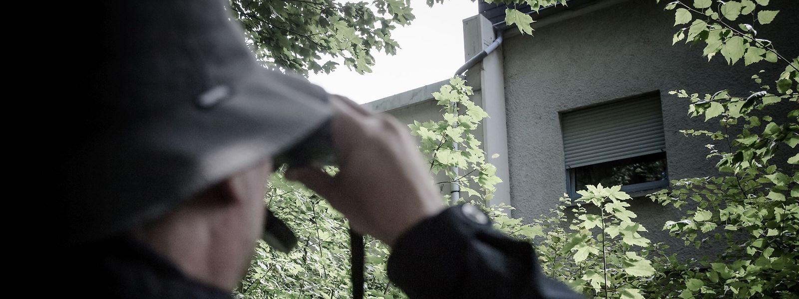 Jeden Schritt des Opfers im Blick: Stalking-Täter erwarten in Luxemburg hohe Strafen.