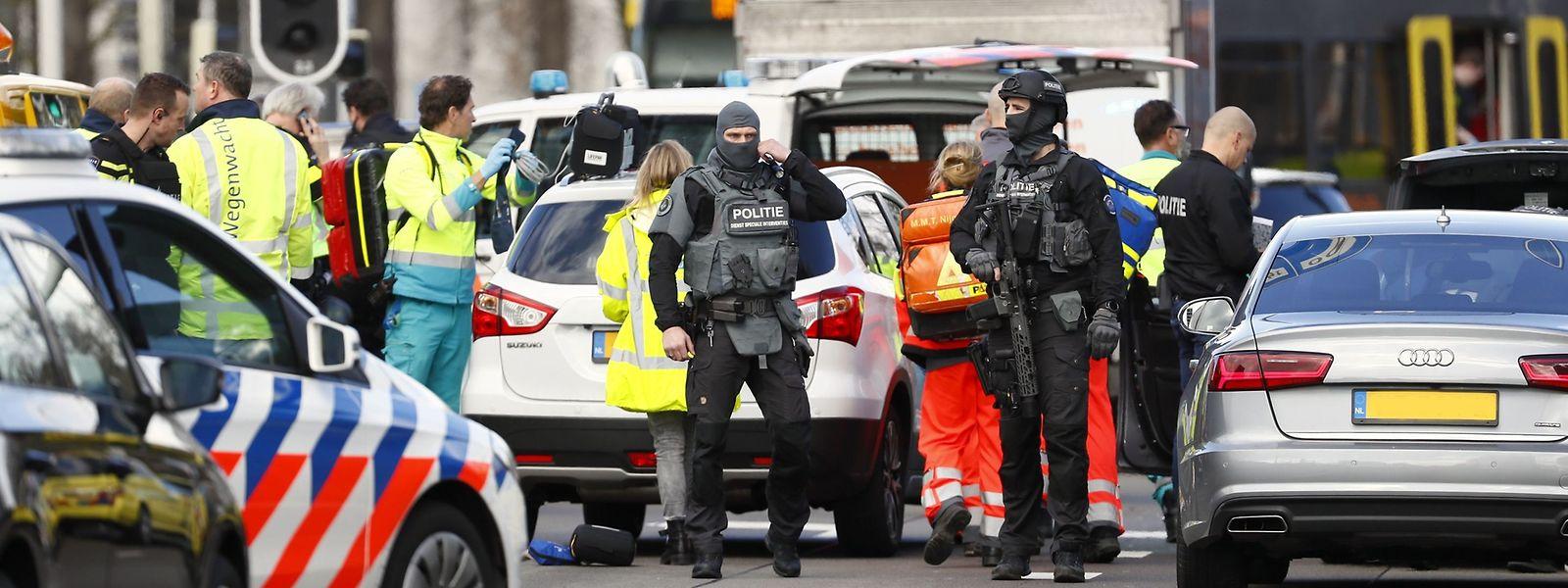 Plusieurs personnes ont été blessées lundi dans une fusillade dans un tramway dans la ville néerlandaise d'Utrecht.