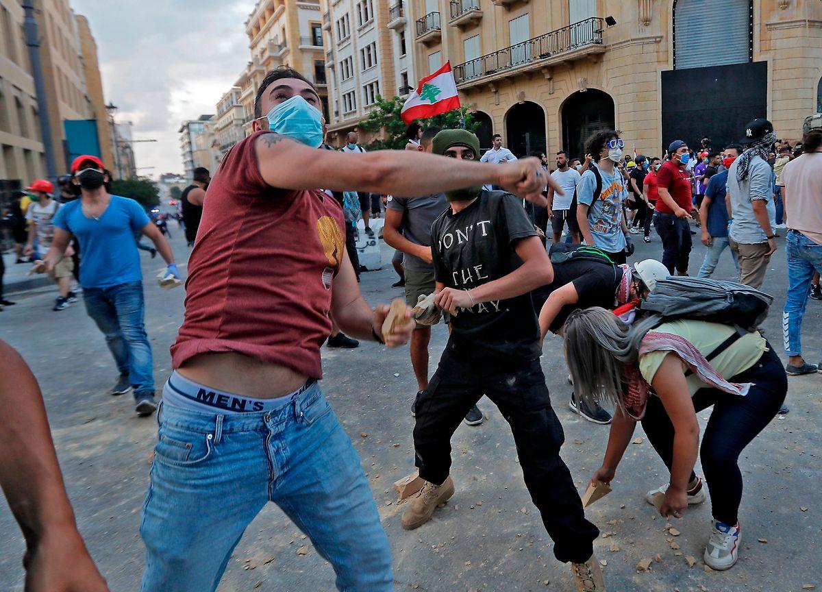 Auch am Montag prägten wütende Menschen und Ausschreitungen das Straßenbild in Beirut.