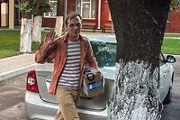 Russian investigative journalist Ivan Golunov, charged of 'illegal production or sale of drugs', waves as he leaves Russian Head Investigative Department's office in Moscow on June 11, 2019. - Russian police droped drug charges against this investigative journalist and free him from house arrest on June 11, in a rare climbdown by law enforcement following a public outcry. (Photo by Vasily MAXIMOV / AFP)