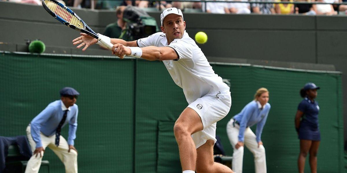 O tenista luxemburguês Gilles Muller hoje contra o espanhol Rafael Nadal