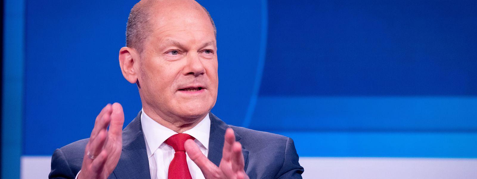 Olaf Scholz, SPD-Kanzlerkandidat und Bundesminister der Finanzen, stemmt den Wahlkampf für seine Partei allein.