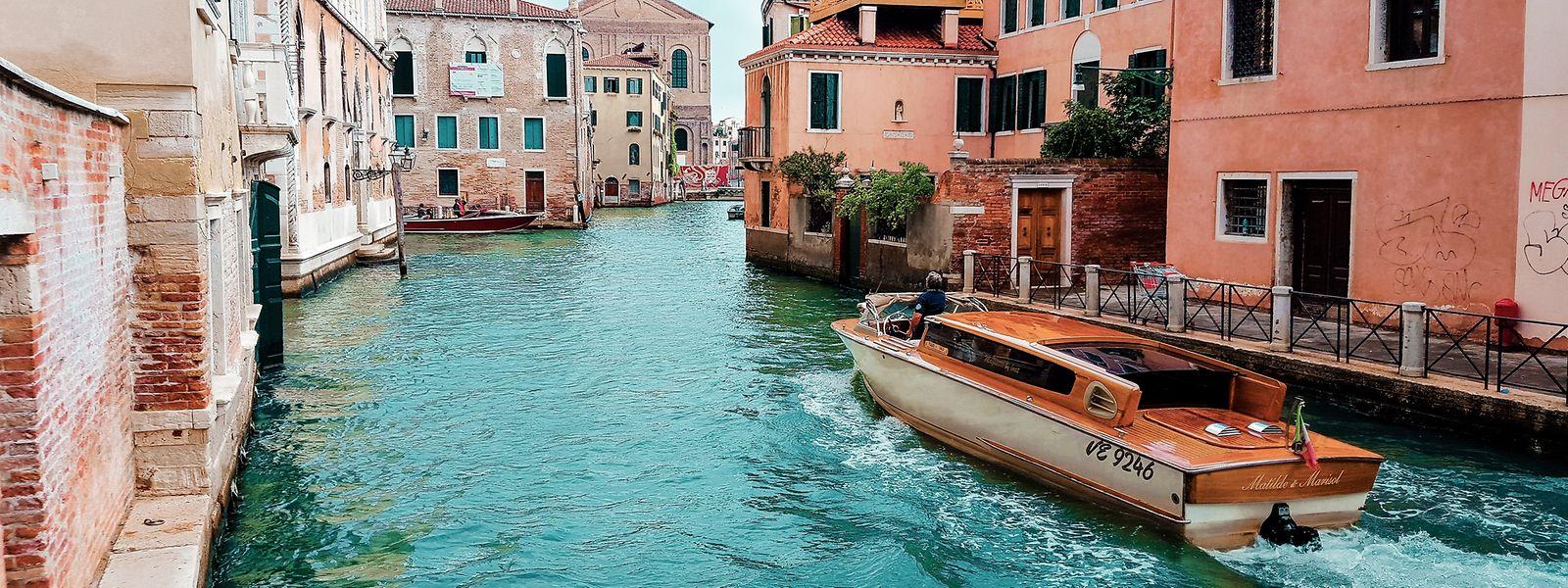 Urlaub auf Balkonien oder doch lieber in Venedig? Urlaubswillige stehen im Corona-Sommer 2020 vor einer besonders schwierigen Entscheidung.