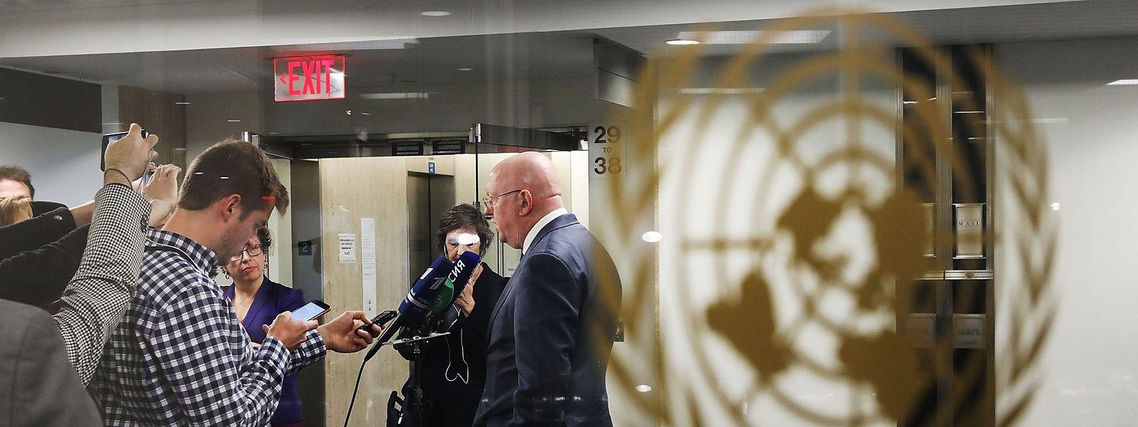 Russlands UN-Botschafter Wassili Nebensja leugnete am Freitag jegliche Beteiligung seines Landes oder Syriens an dem Giftgasangriff in Duma.