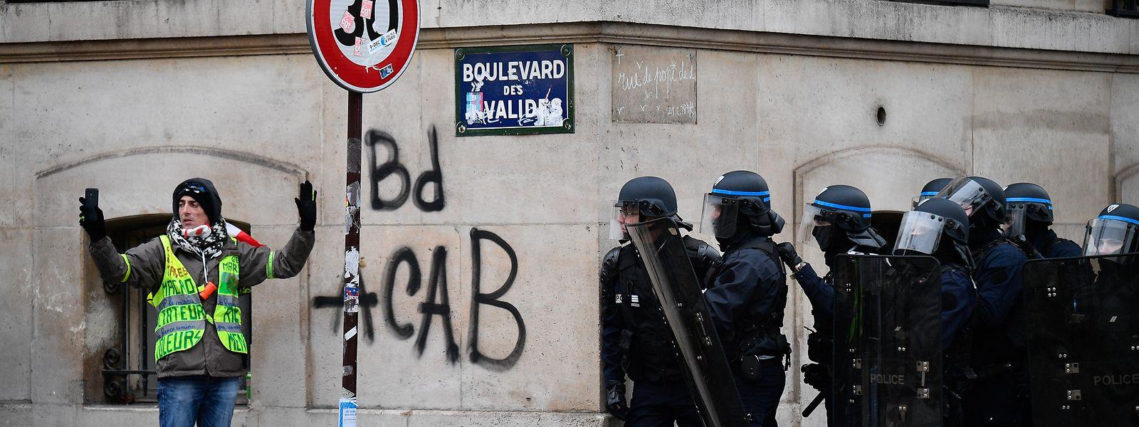 Immer wieder kommt es bei Demonstrationen der Gelbwesten zu Zusammenstößen mit Sicherheitskräften.