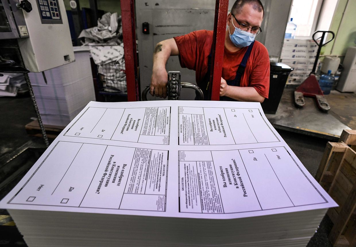 CORRECTION - A worker transports ballots at a printing factory in the town of Podolsk, outside Moscow on June 10, 2020. - Russia started printing ballots ahead of July 1 vote on amendments to the Constitution of the Russian Federation that could extend President Vladimir Putin's term in the Kremlin, despite the country seeing thousands of new coronavirus cases every day. (Photo by Alexander NEMENOV / AFP) / �The erroneous mention[s] appearing in the metadata of this photo by Alexander NEMENOV has been modified in AFP systems in the following manner: [2020] instead of [2010]. Please immediately remove the erroneous mention[s] from all your online services and delete it (them) from your servers. If you have been authorized by AFP to distribute it (them) to third parties, please ensure that the same actions are carried out by them. Failure to promptly comply with these instructions will entail liability on your part for any continued or post notification usage. Therefore we thank you very much for all your attention and prompt action. We are sorry for the inconvenience this notification may cause and remain at your disposal for any further information you may require.�