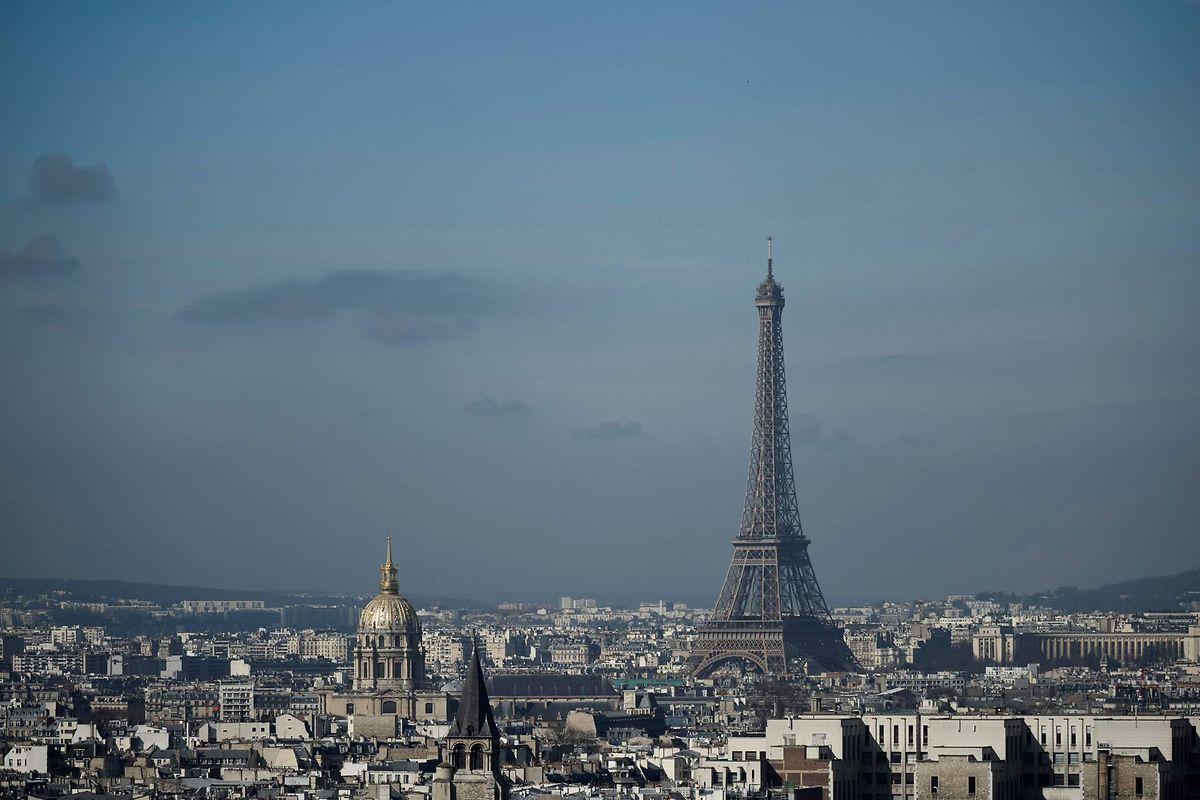 Höher als jedes andere Gebäude der Stadt: Mit knapp 325 Metern überragt der Eiffelturm selbst den Tour Montparnasse (210 Meter).