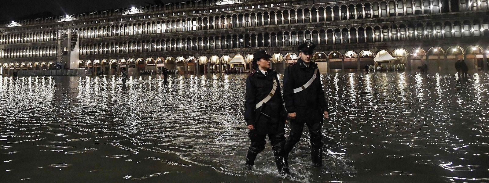 Toute la nuit, des rondes ont été organisées pour surveiller la montée des eaux.