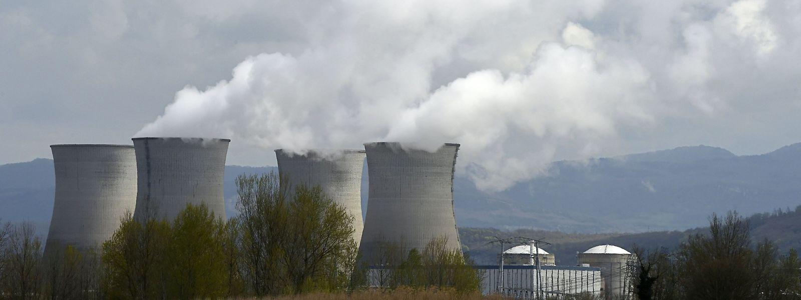 Cerné par trois centrales nucléaires - Cattenom (FR),Tihange et Doel (BE) - le Luxembourg se dote d'une loi pour que chaque citoyen puisse réclamer des dommages en cas d'incidents sérieux.
