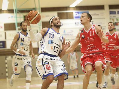 Jean Kox (Musel Pikes - 11) und Patrick Arbaut (Basket Esch - 13).