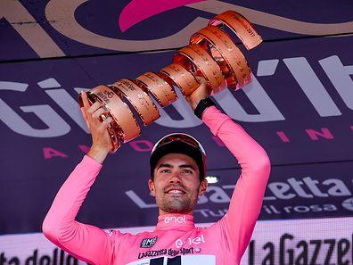 "Tom Dumoulin (NL/Sunweb) mit der ""Trofeo senza fine""."