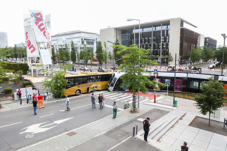Blick auf die Unfallstelle vor dem Einkaufszentrum in Kirchberg.