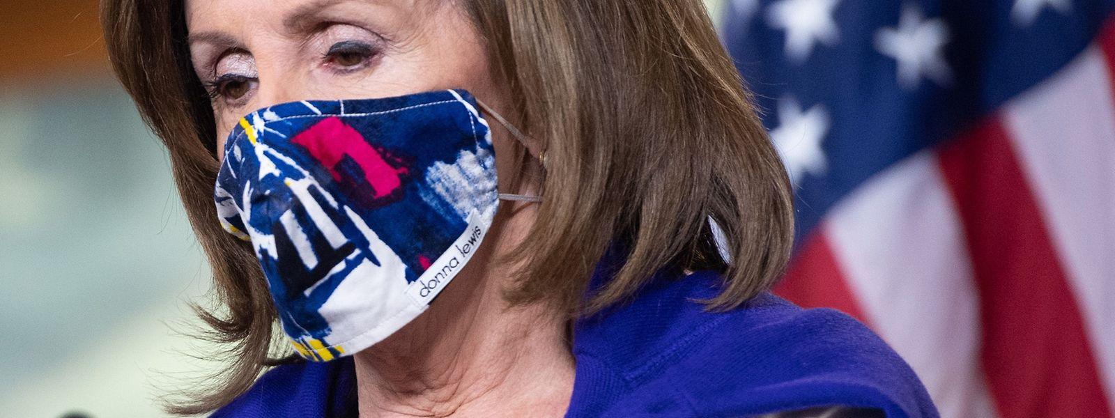 Speakerin Nancy Pelosi macht das Tragen der Maske zu einem Modestatement.