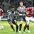Angers' French forward Nicolas Pepe (L) and Angers' French midfielder Baptiste Santamaria (C) vies with Metz's Luxemburg defender Chris Philipps (R) during  the French L1 football match between Angers (SCO) and Metz (FC), on January 28, 2016, in Jean Bouin Stadium, in Angers, northwestern France.  / AFP PHOTO / JEAN-FRANCOIS MONIER