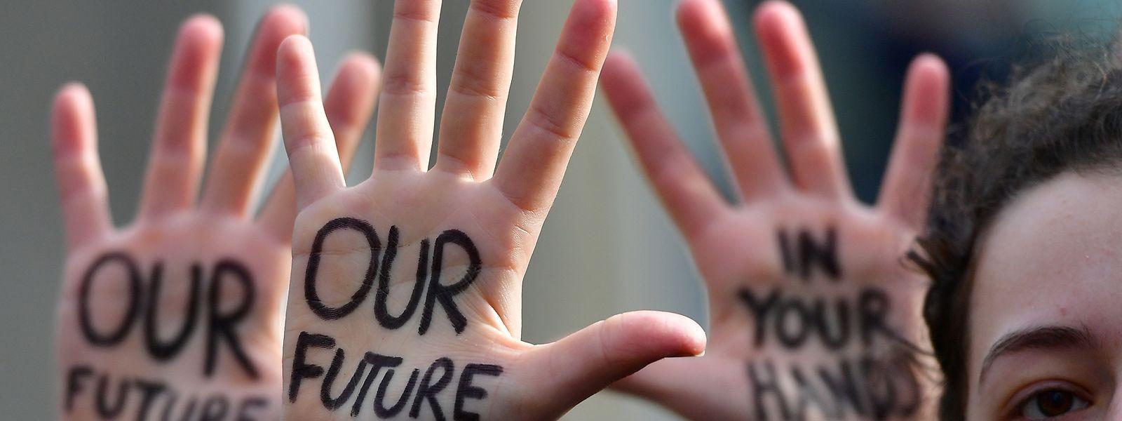 Weltweit gehen junge Menschen für einen besseren Klima- und Umweltschutz auf die Straße.