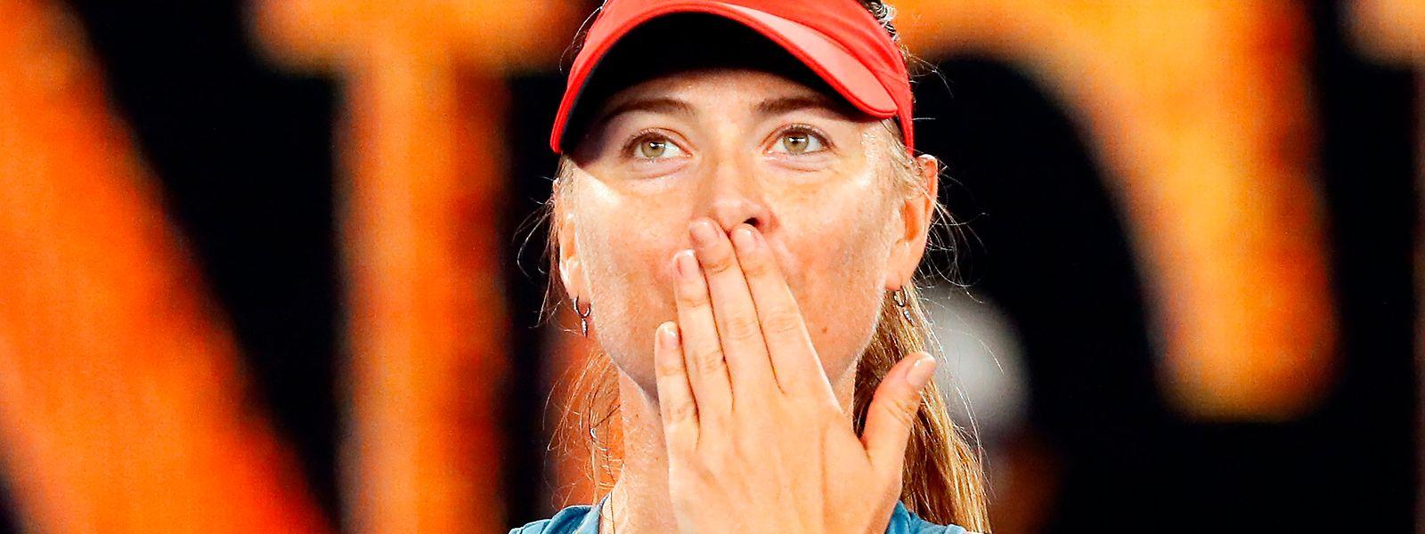 La Russe Maria Sharapova a éjecté la tenante du titre à Melbourne, la Danoise Caroline Wozniacki