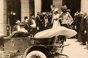 Franz Ferdinand und seine Frau Sophie kurz bevor sie erschossen wurden.