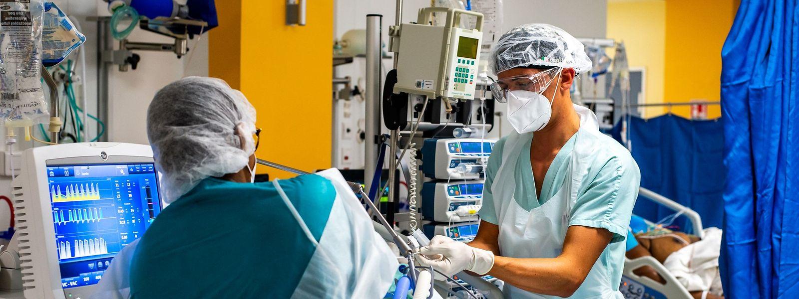 Toujours en première ligne, les personnels de santé restent les principales victimes du covid sur leur lieu de travail.