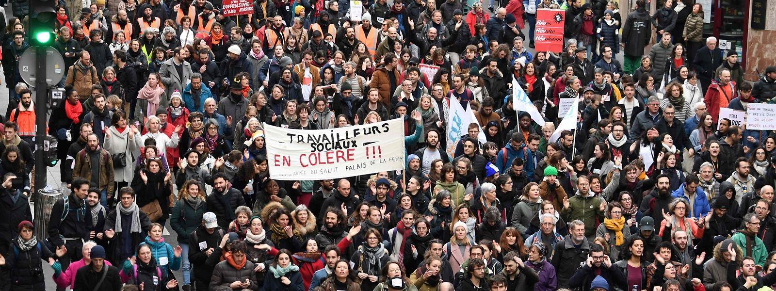 A Paris comme partout en France, la mobilisation baisse mais la grève interprofessionnelle perdure encore. (Photo by Alain JOCARD / AFP)