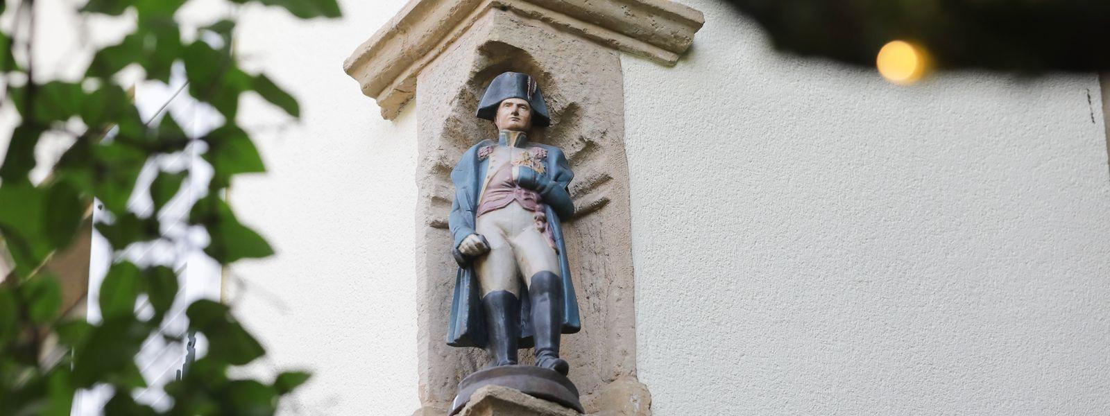 """Im Stadtgrund steht diese Napoleonstatue in einem Hinterhof im """"Biisserwee"""". Die Figur geht zurück auf zwei Soldaten, die einst am Russland-Feldzug teilgenommen und das Debakel an der Beresina überlebt haben."""