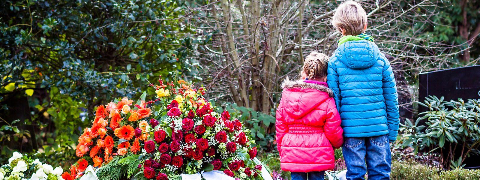 Kinder sollen frei entscheiden, ob sie mit zum Friedhof wollen, um von einer geliebten Person Abschied zu nehmen.