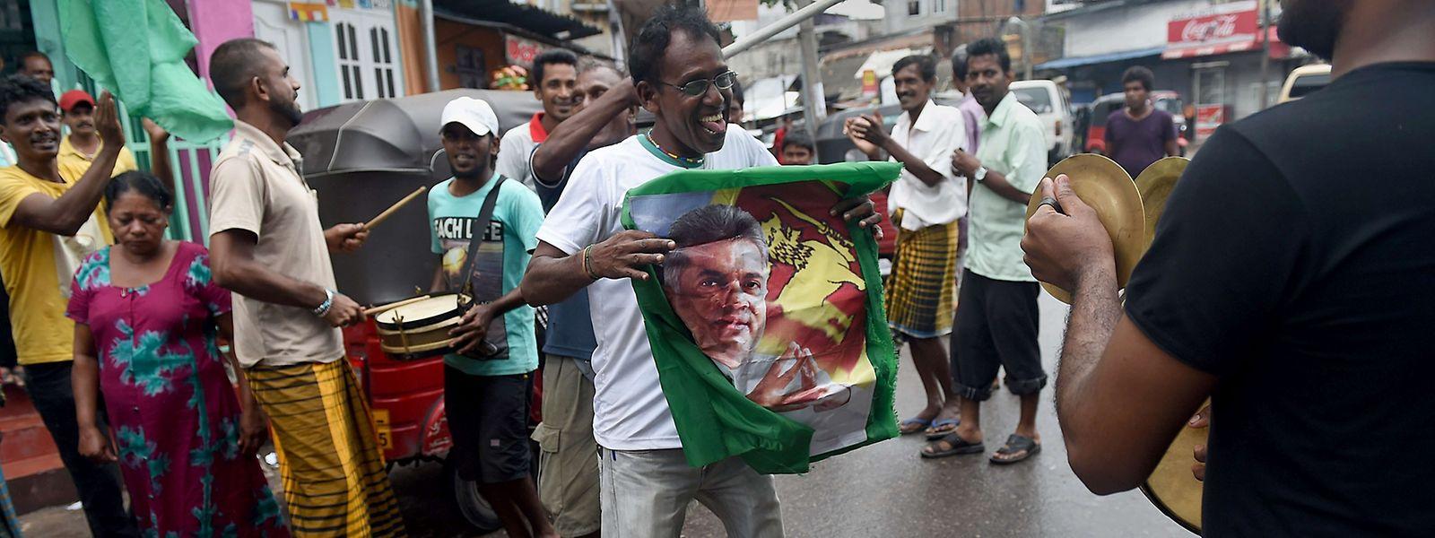 Der Inselstaat Sri Lanka durchlebt momentan unruhige politische Zeiten. Die letzten Parlamentswahlen fanden 2015 statt.