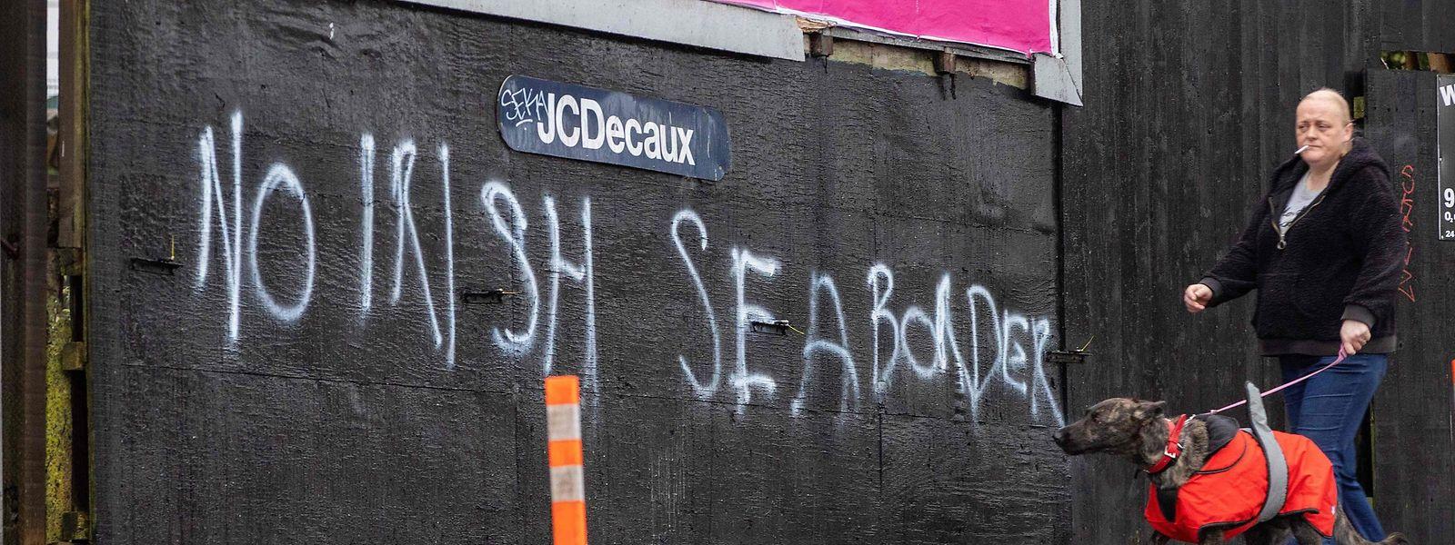 Ein Graffiti im Süden von Belfast spricht sich gegen eine irische Seegrenze aus.