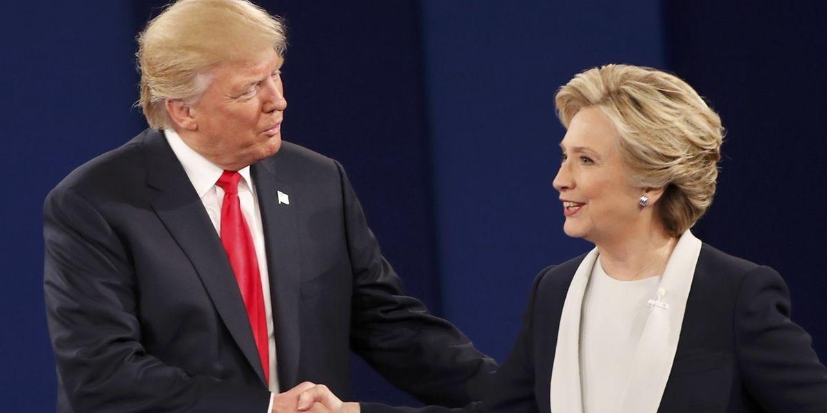 Ein wohl nur symbolischer Händedruck nach der Debatte.