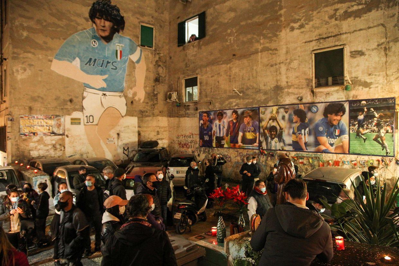 Homenagem dos napolitanos a Diego Maradona