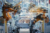 car production, roboter, laufband, automatisierung, robotisierung, digitalisierung